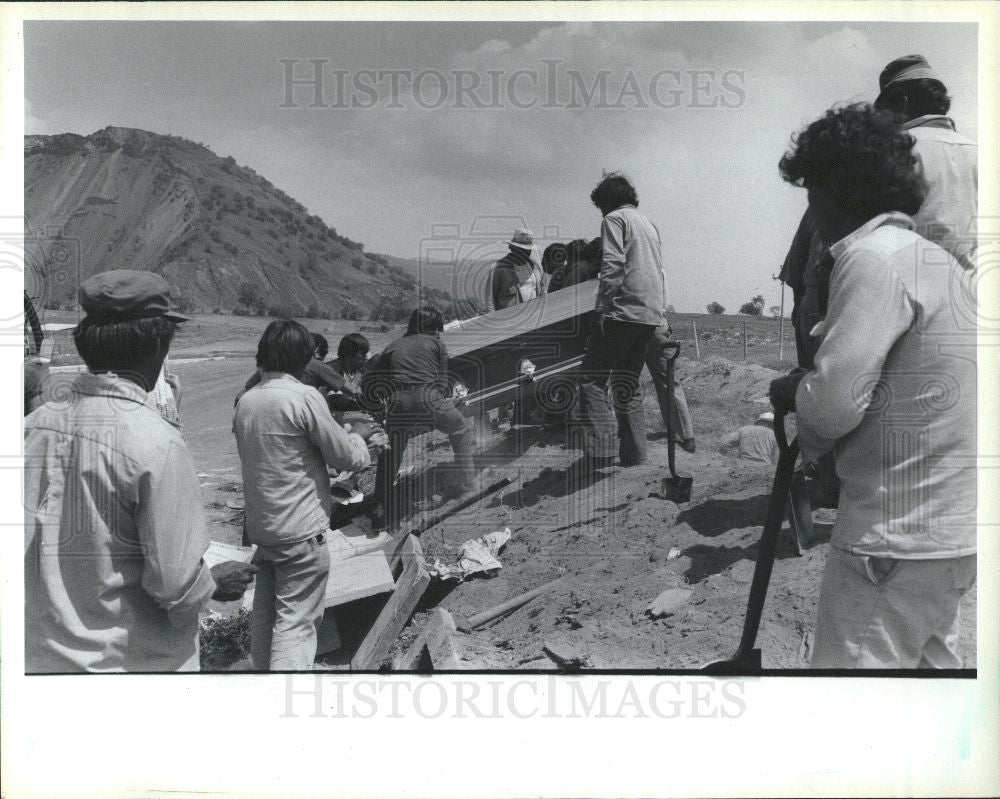 1985 Press Photo mexico city earthquake dead burial - Historic Images