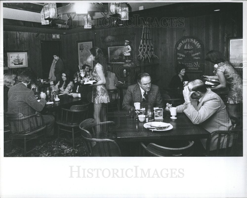 1977 Press Photo Dry Dock Restaurant - Historic Images