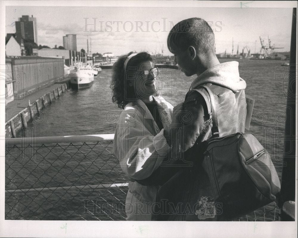 1989 Press Photo East German Couple comes to the West - Historic Images