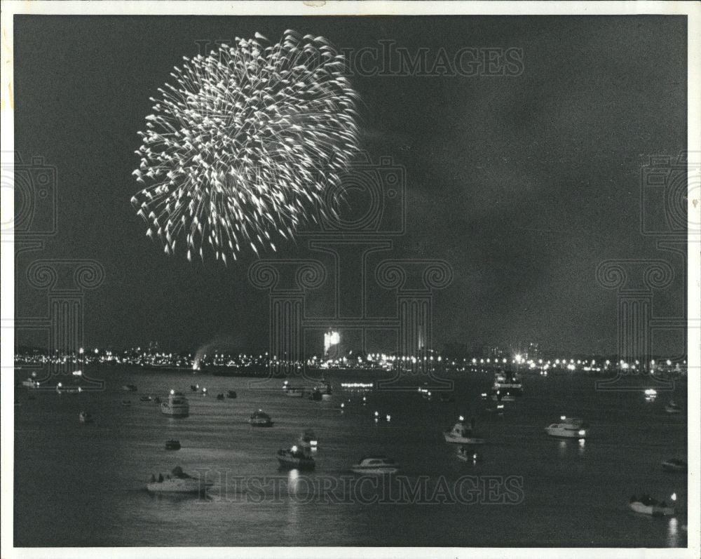 1982 Press Photo fireworks, explosive pyrotechnic devic - Historic Images