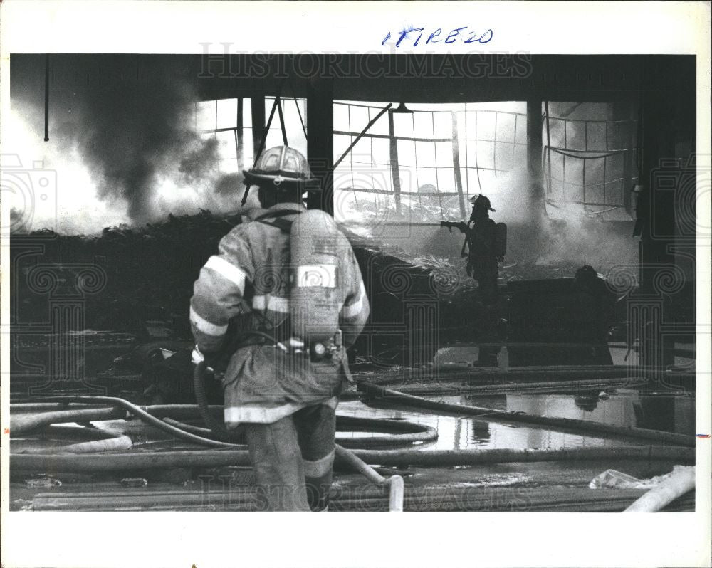 1993 Press Photo tire fire anaconda brass detroit - Historic Images