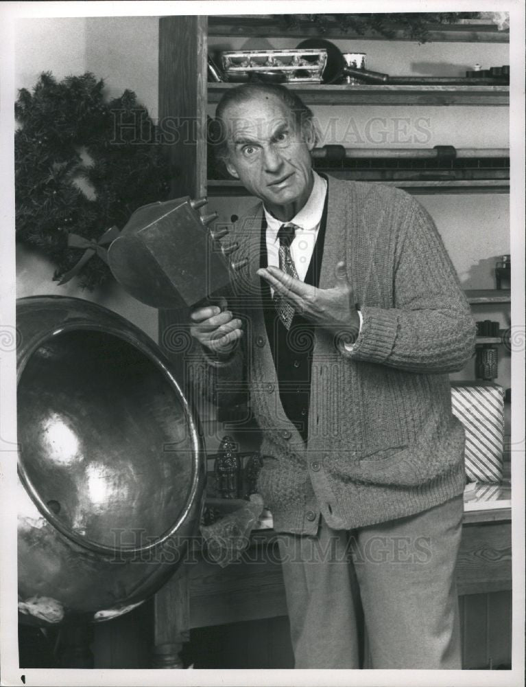 1988 Press Photo Sid Caesar NBC Christmas Snow TV Actor - Historic Images