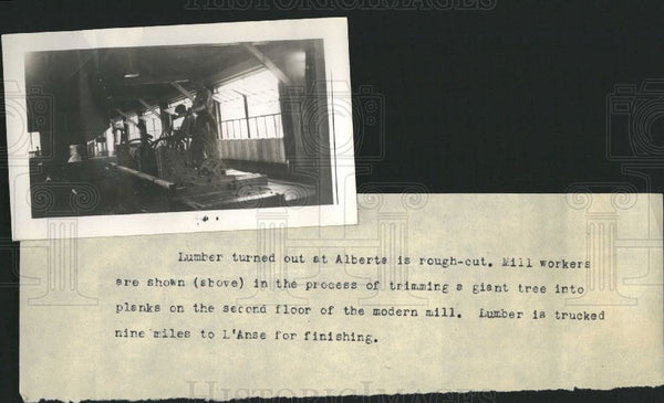 1937 Press Photo Alberta lumber mill process workers - Historic Images