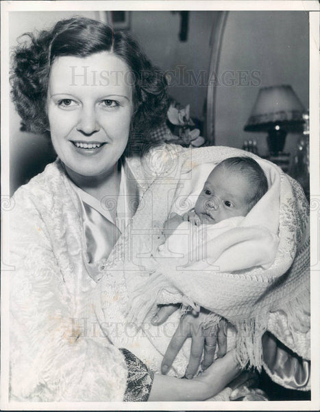 1935 : Alan Mowbray II as a baby - Historic Images