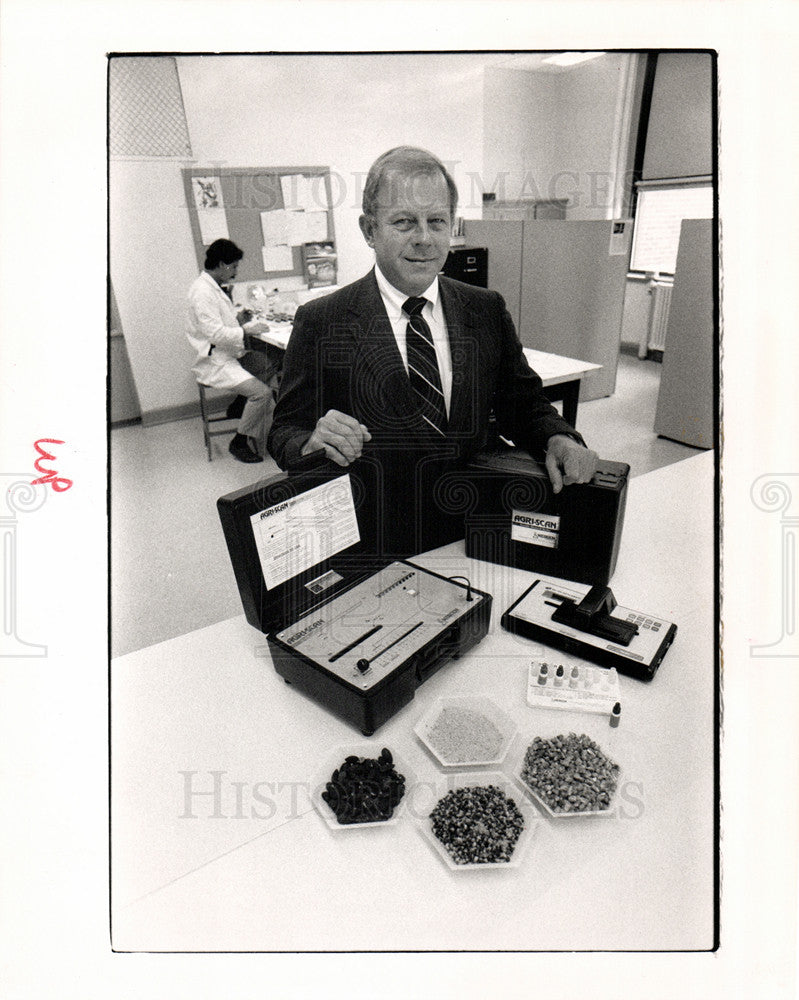 1989 Press Photo James Herbert Neogen Agri-Screen - Historic Images