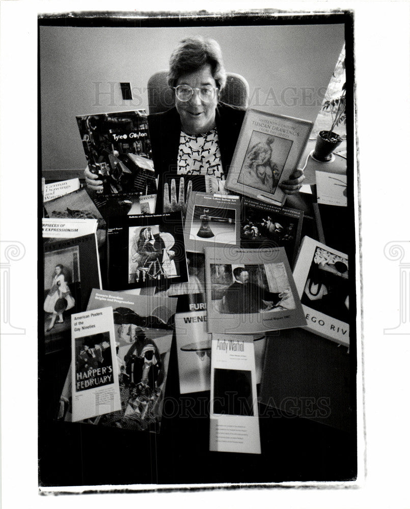 1990 Press Photo Julia Henshaw Director Publication DIA - Historic Images