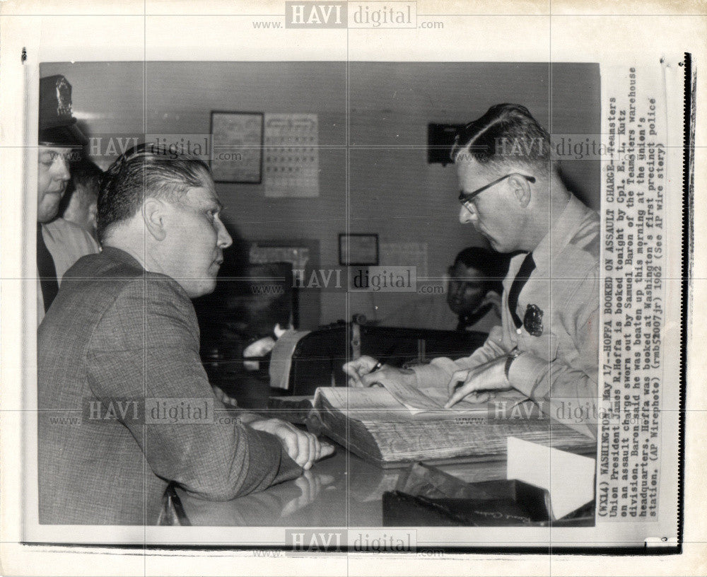 1962 Press Photo James Hoffa assault Teamsters Union - Historic Images
