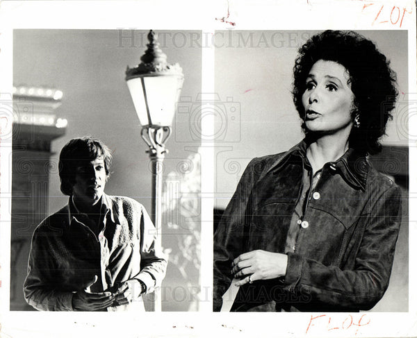 Press Photo brunette seventies man at light post - Historic Images