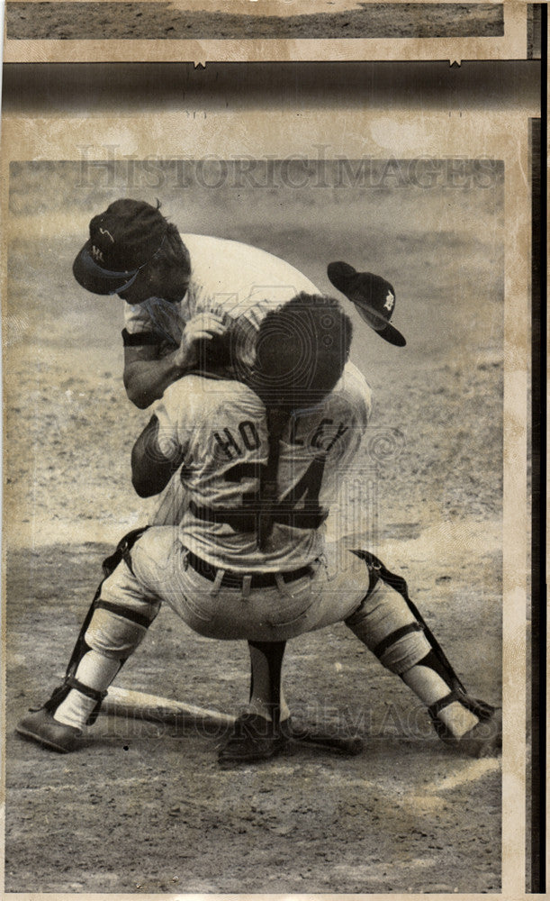 Press Photo Tim Hosley Baseball Catcher - Historic Images