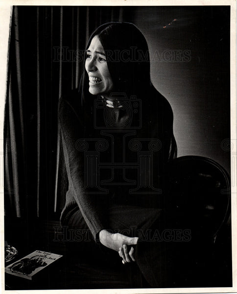 1974 Press Photo Sacheen Littlefeather activist Salinas - Historic Images