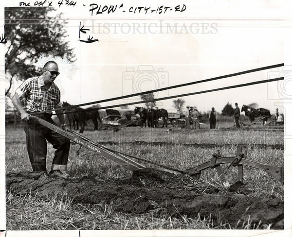 1955 Press Photo plow plowing farming - Historic Images