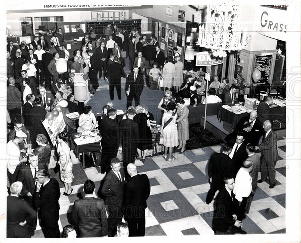 1964 Press Photo GOP politics Pantlind Hotel lobby - Historic Images