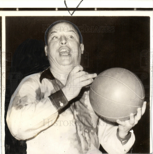 1941 Press Photo Pat Kennedy basketball referee coach - Historic Images