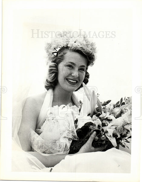 1974 Press Photo Joan Bennett Kennedy Floral Pageant - Historic Images
