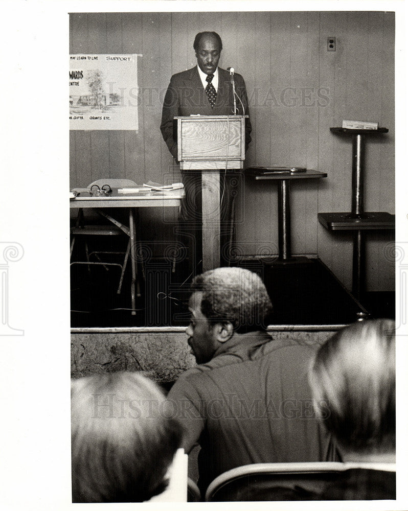 1970 Press Photo NAACP Man Speaks to Crowd - Historic Images