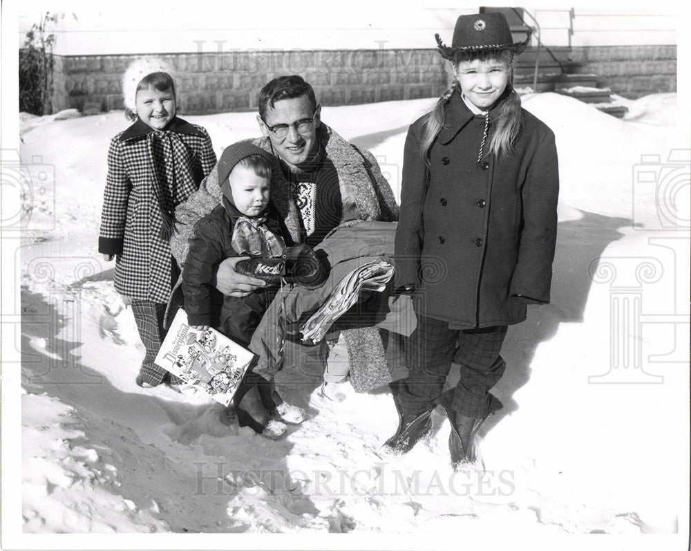 1956 Press Photo Family, Playing in snow, Disneyland - Historic Images