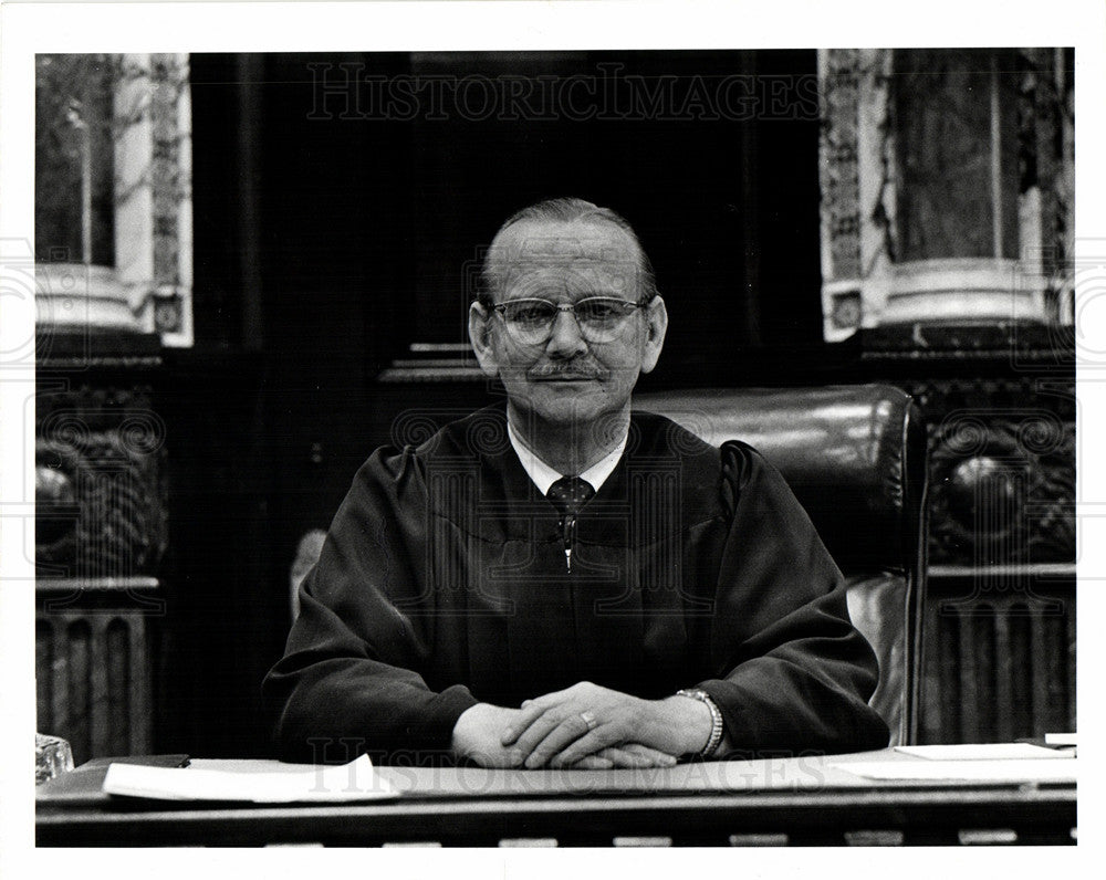 1975 Press Photo Frederick William Kaess judge USA - Historic Images