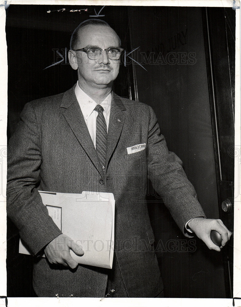 1960 Press Photo Attorney Federal statutes Fred Kaess - Historic Images