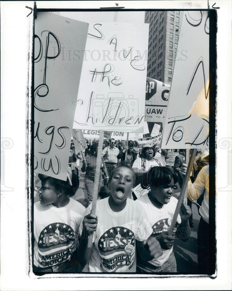 1988 Press Photo SONS DAUGHTERS SOSAD 250 MARCH - Historic Images