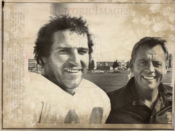 1976 Press Photo Jim Kiick American NFL Miami Dolphins - Historic Images