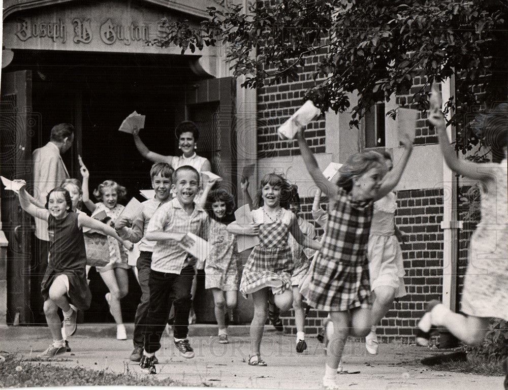 1967, SCHOOL LAST DAY SCENES | Historic Images