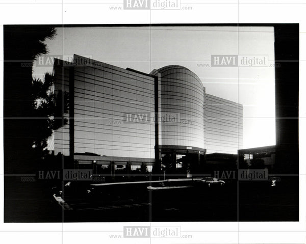 1992 Press Photo somerset collection mall shopping - Historic Images