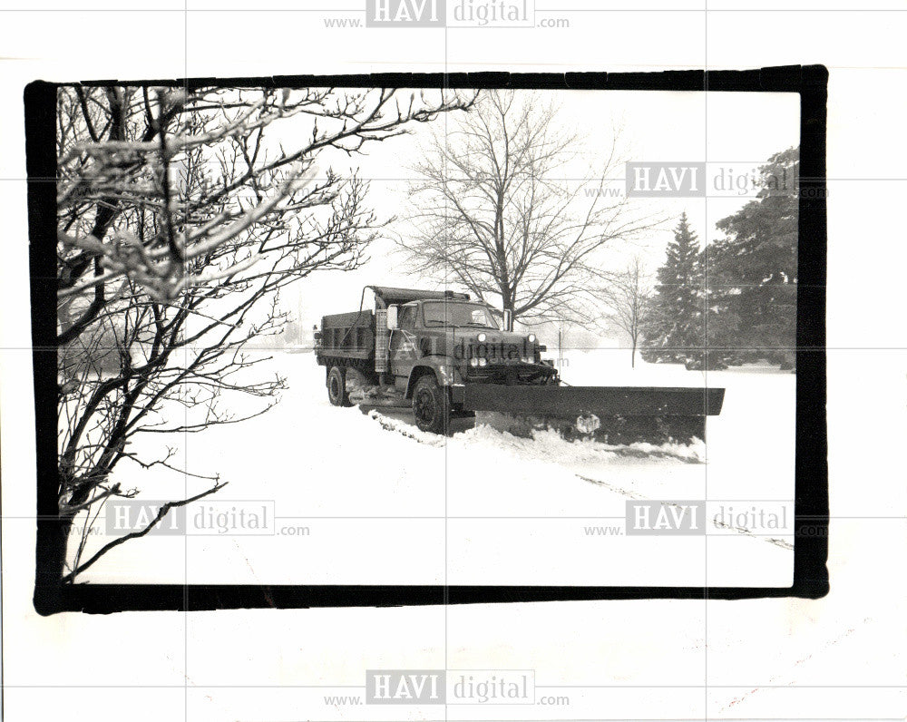 1990 Press Photo plow snow Westbrook Parkway Southfield - Historic Images