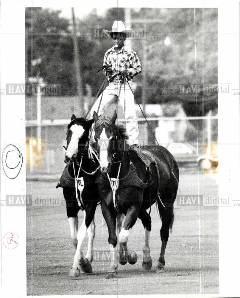 1990 Press Photo rodeo riding horses cowboy stunt - Historic Images