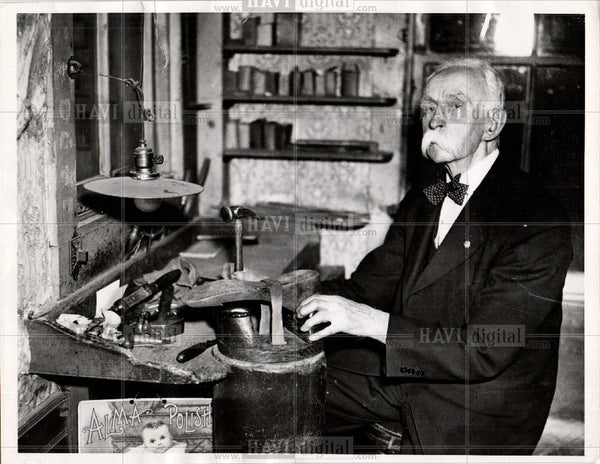 1935 Press Photo FRANK PIERCE SHOEMAKER CONCORD - Historic Images