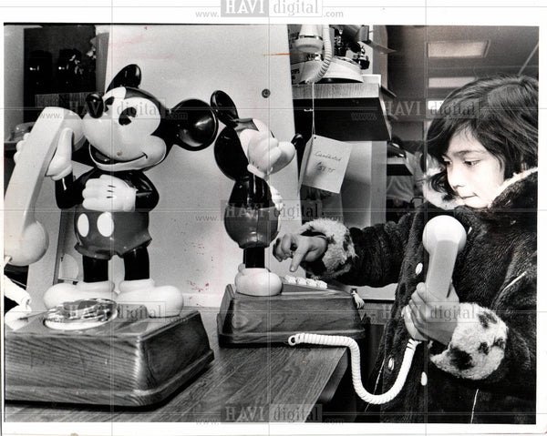 1977 Press Photo mickey mouse telephone - Historic Images