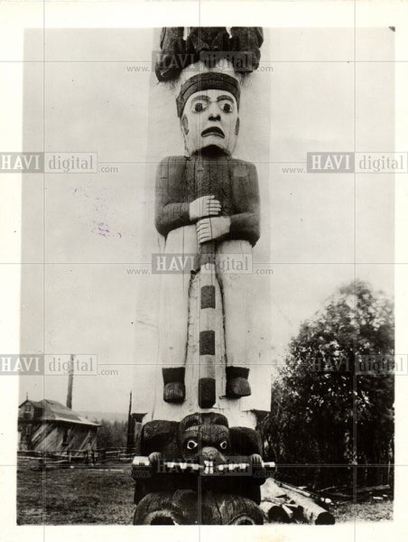 1928 Press Photo Totem poles sculptures North America - Historic Images