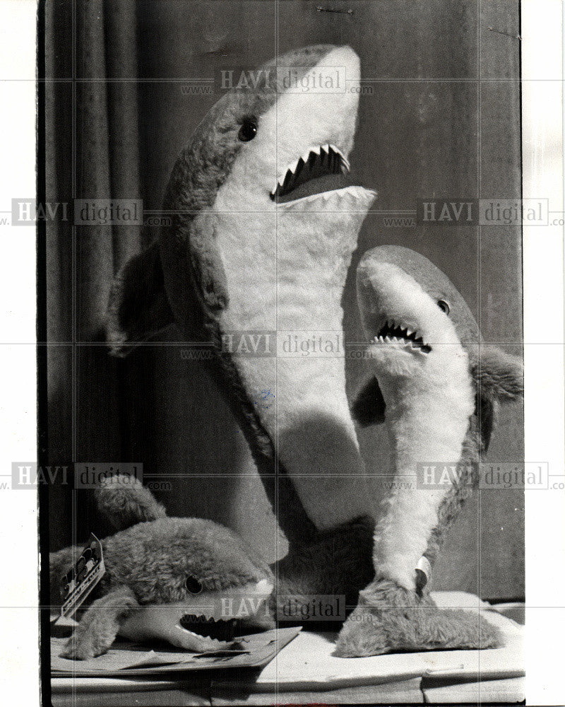 1975 Press Photo stuffed toy bear - Historic Images