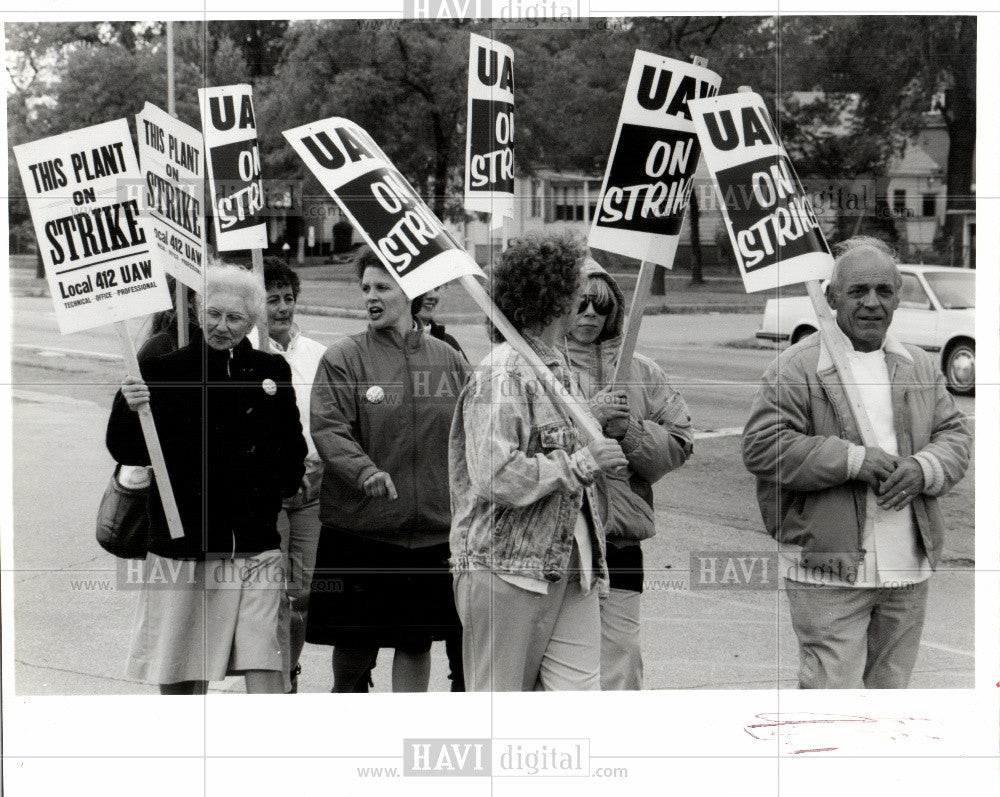 1991 Press Photo Chrysler cafeteria workers protest - Historic Images