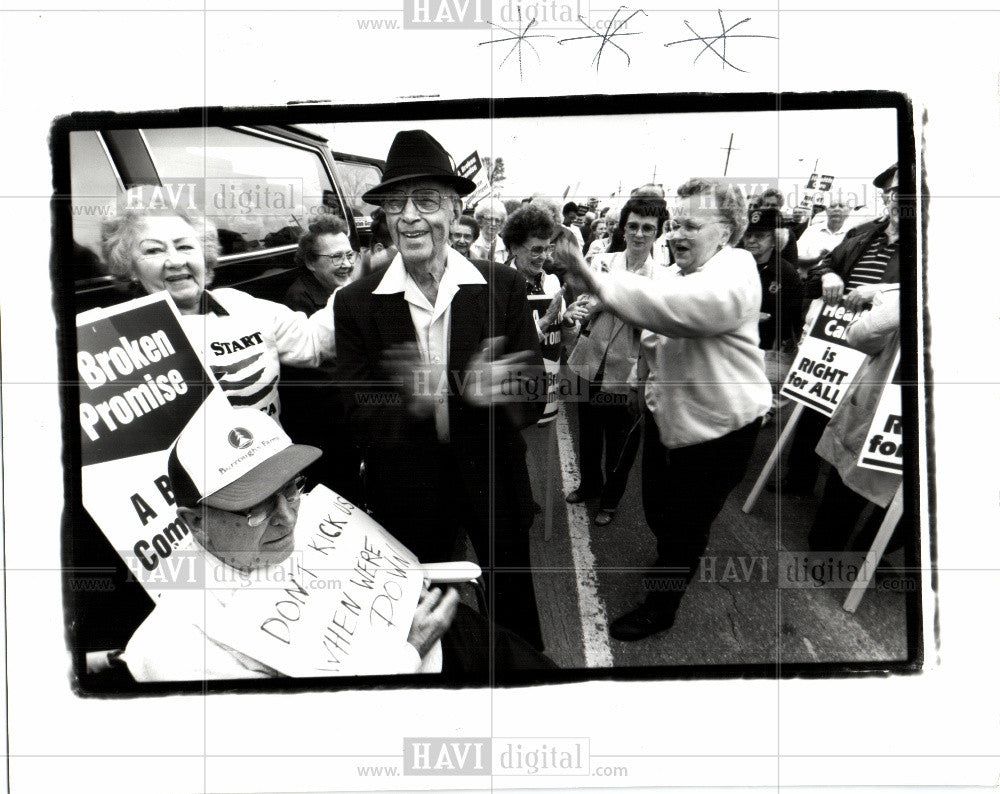1999 Press Photo UAW protests - Historic Images