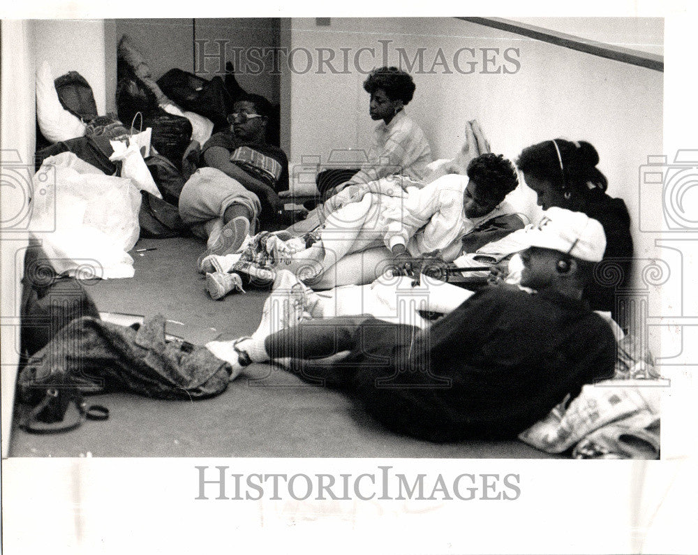 1989 Press Photo Black Student StudyIn Wayne University - Historic Images
