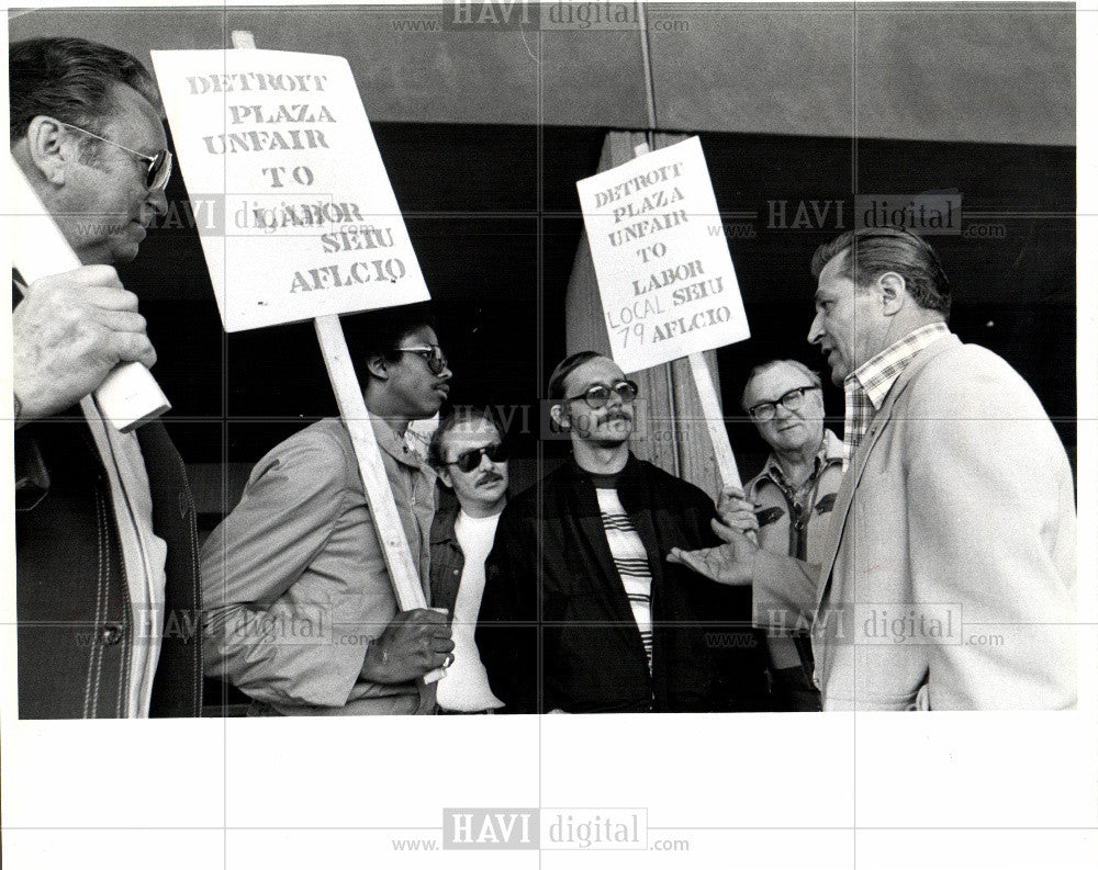 1980 Press Photo Detroit Plaza Ren Cen Strike - Historic Images