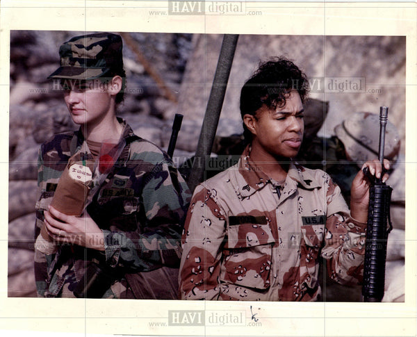 1992 Press Photo women military ban - Historic Images
