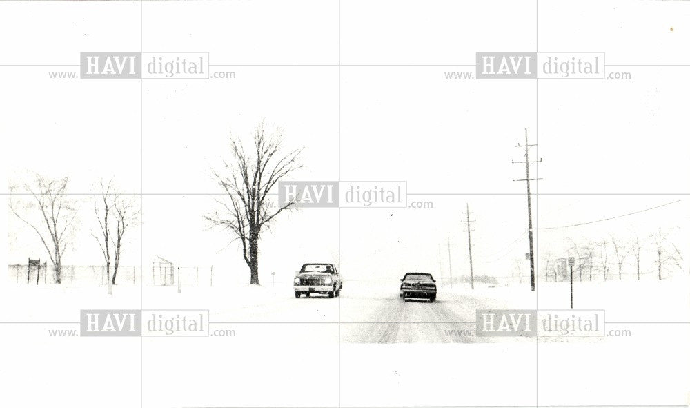 1983 Press Photo Heavy snowfall masking buildings - Historic Images