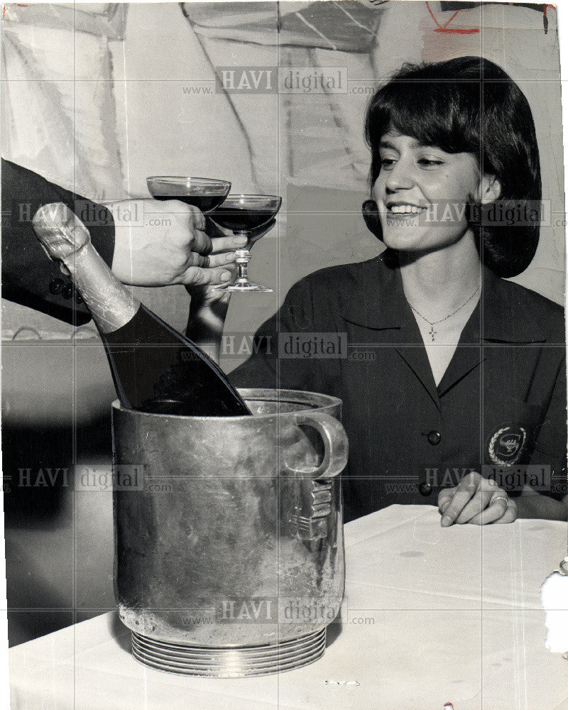1963 Press Photo New Year's Eve - Historic Images