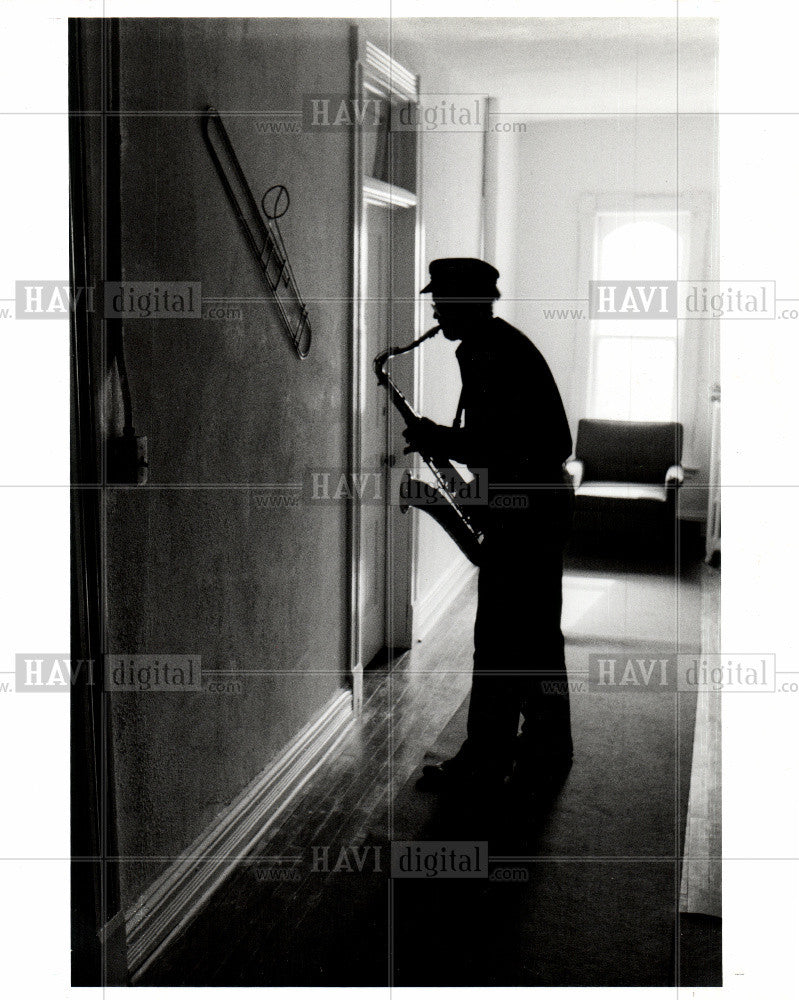 1991 Press Photo miles miller williard home saxophone - Historic Images