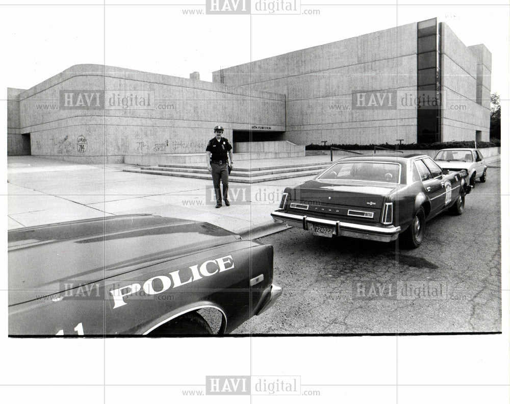 1979 Press Photo Adat Shalom Synagogue Officer Jim St. - Historic Images