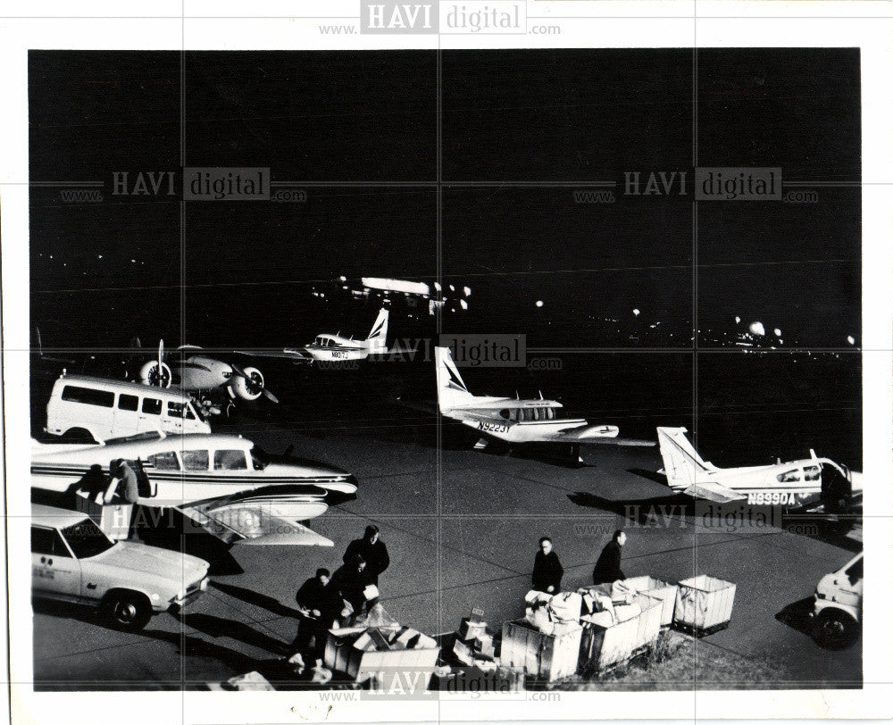 1973 Press Photo air mail midway american courier - Historic Images