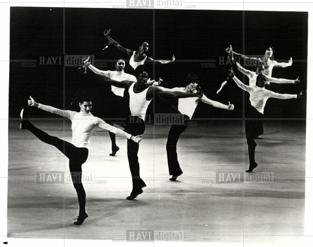 Press Photo Alvin Ailey Toccata Dance Theater - Historic Images