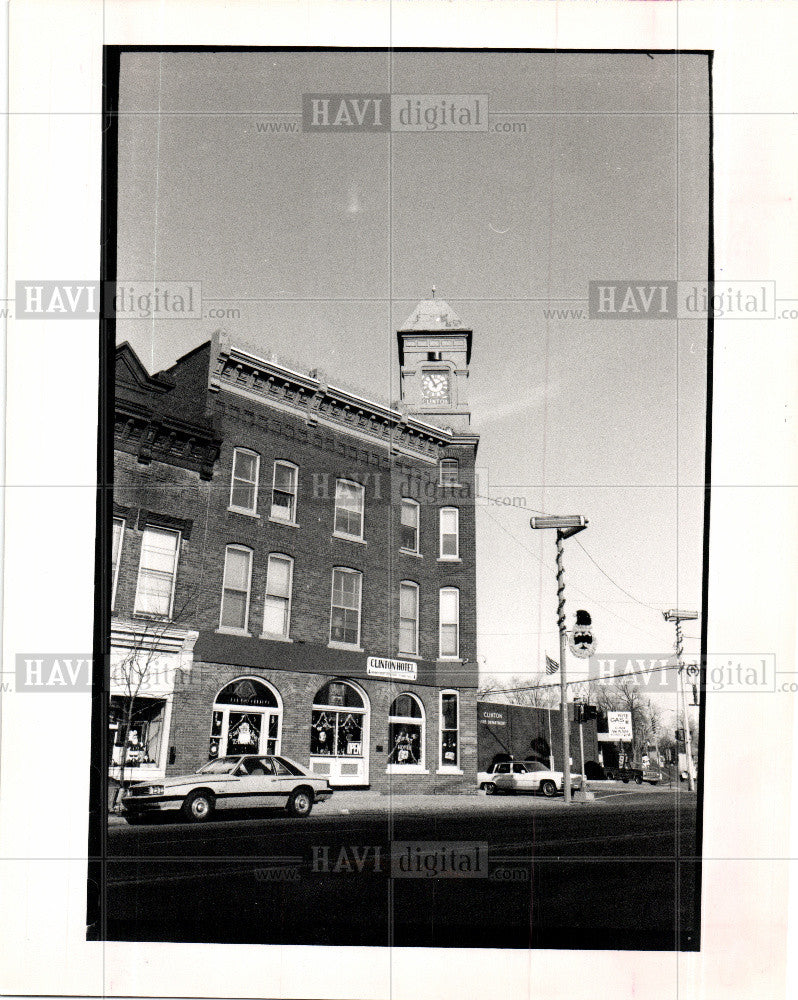 1988 Press Photo Clinton Hotel - Historic Images