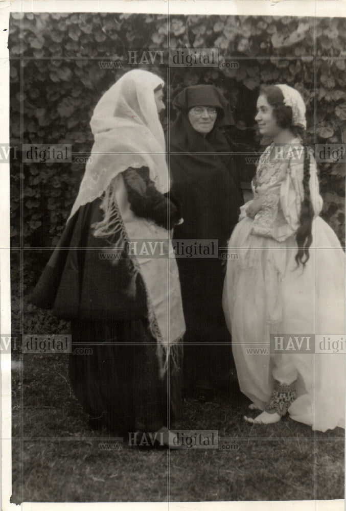1934 Press Photo Women Albania - Historic Images