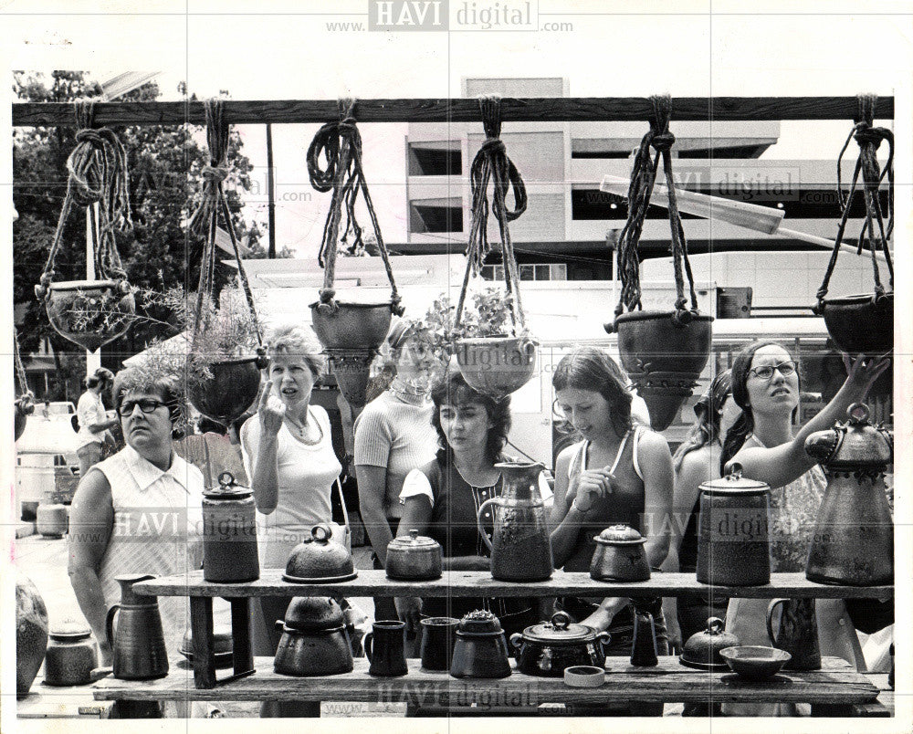1974 Press Photo Ann,Arbor,street,fair,artists,michigan - Historic Images
