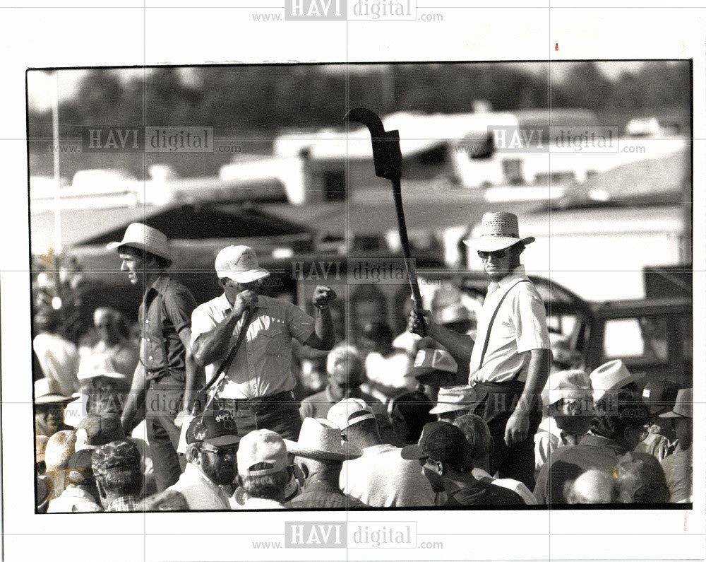 1991 Press Photo auction bid amish auctioneer bidders - Historic Images
