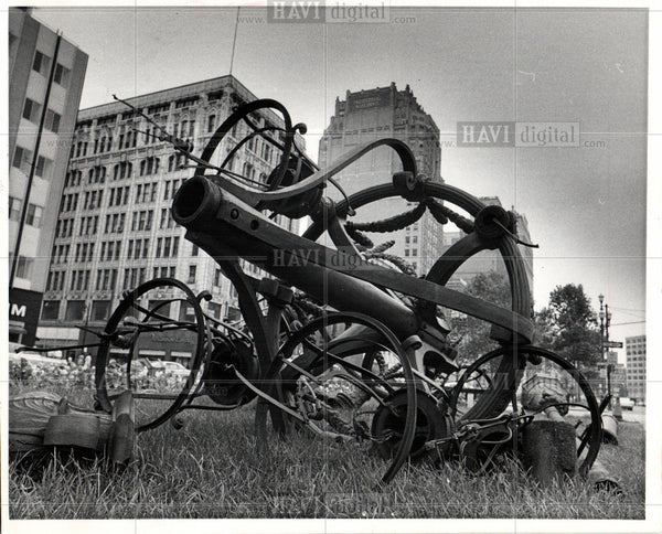 1969 Press Photo SCULPTURE Clifford & Washington Blvd. - Historic Images