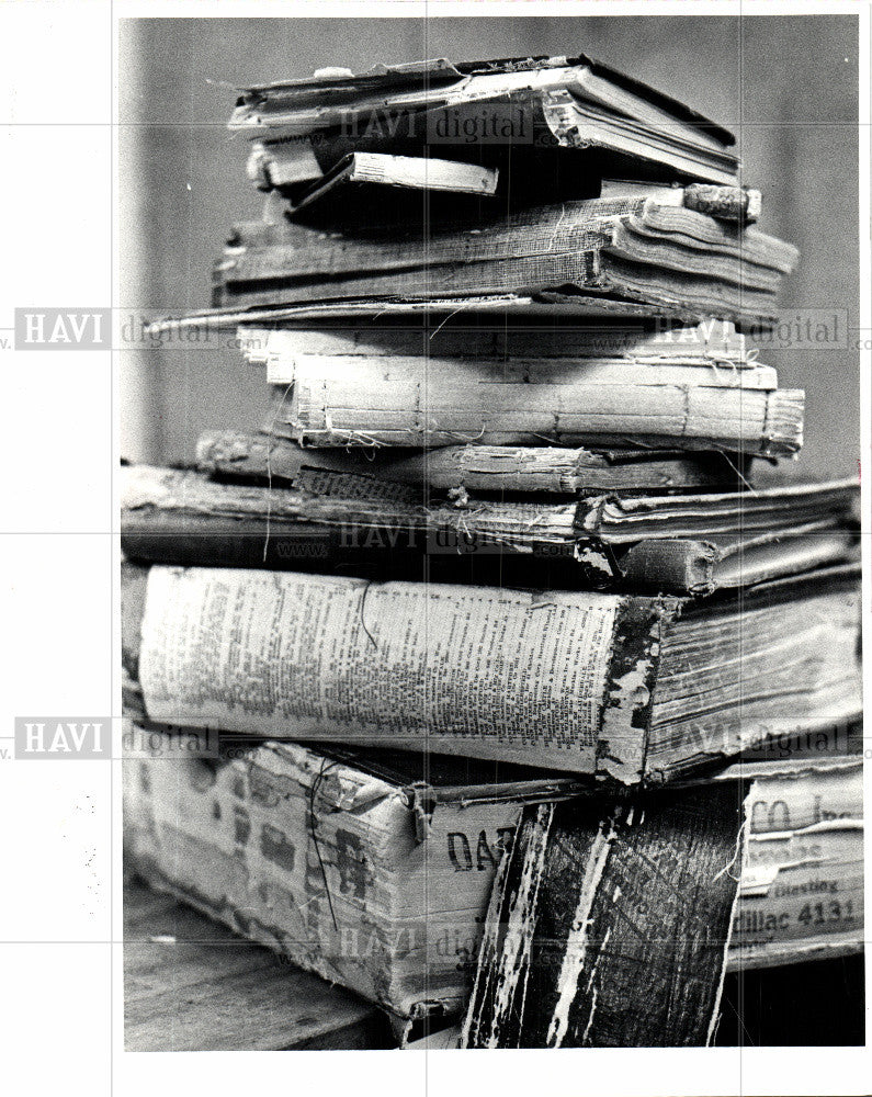 1991 Press Photo battered books, recovery, bindery - Historic Images