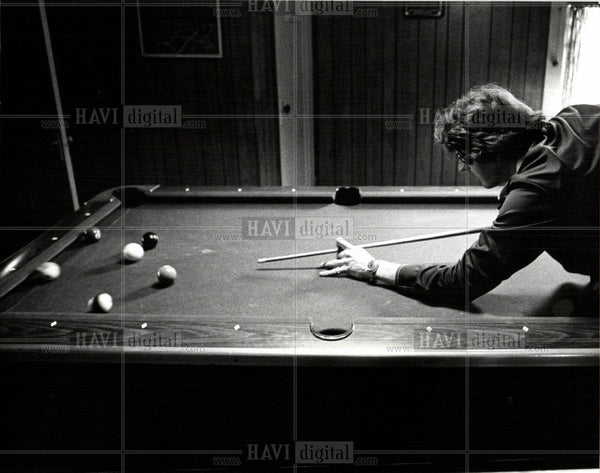 1975 Press Photo Billiards Pool Cue Sports Games Table - Historic Images